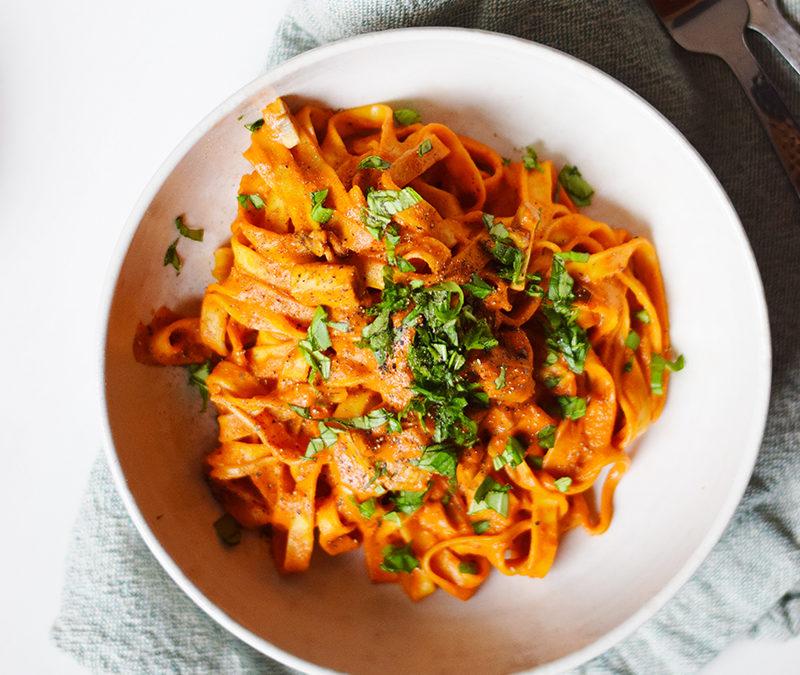 Vegansk Hverdagsret – Cremet pastasauce med peberfrugter og paprika