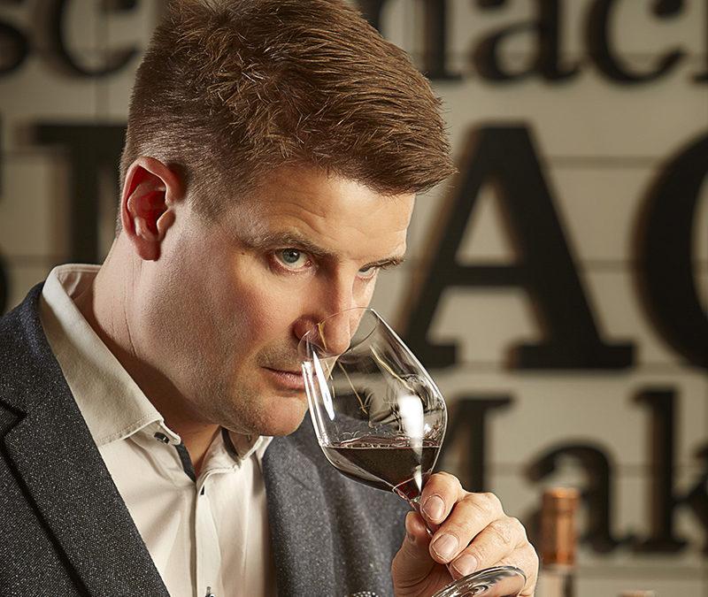 Rasmus Vejbæk-Zerr fra ROTUNDEN  HELLERUP FOODMARKET anbefaler vin