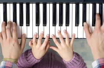 Christensen Piano spiller klaver