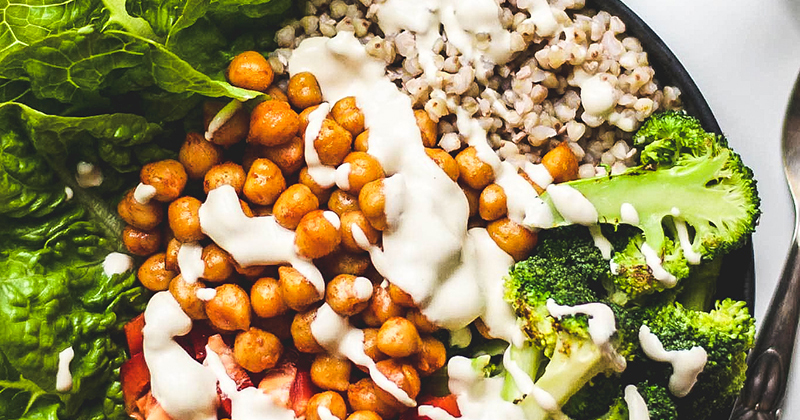 Johanne Mosgaard – Buddha Bowl med barbecue kikærter og stegt broccoli
