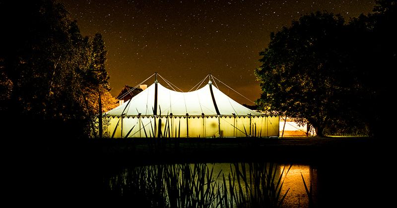 Charlottenlund udlejning – Vinterens højtider ved et smukt dækket bord