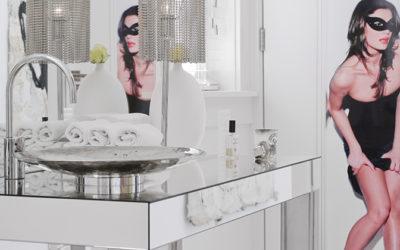 Bland badeværelsets rene linier med rustikke ideer