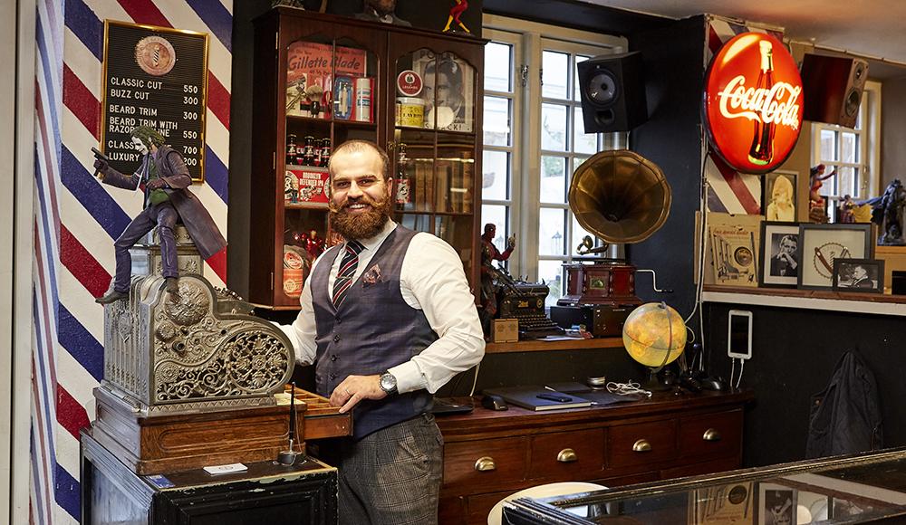 Klassisk barbering  hos Carl's  Barber Shop